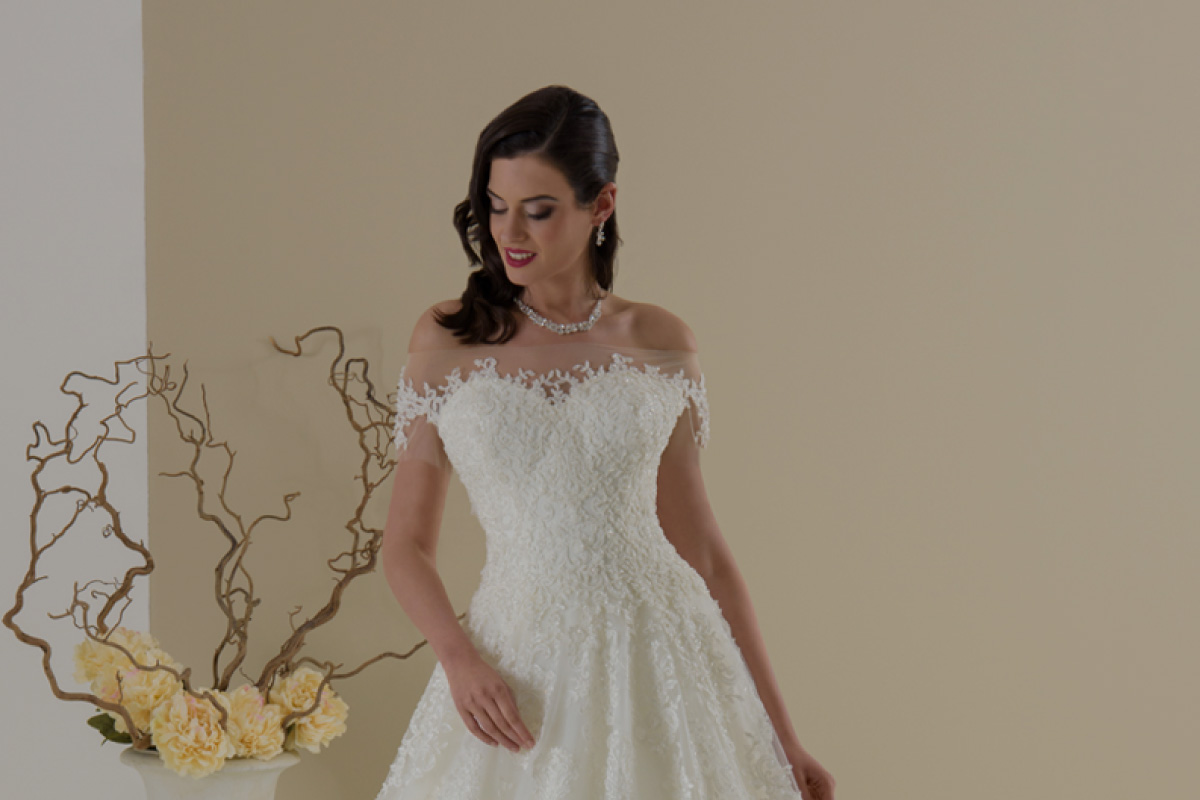 08df8bb71cdb Negozio di abiti da sposa e sposo Boutique Velo · Home · Abiti da sposa ·  Accessori · Atelier · Contatti