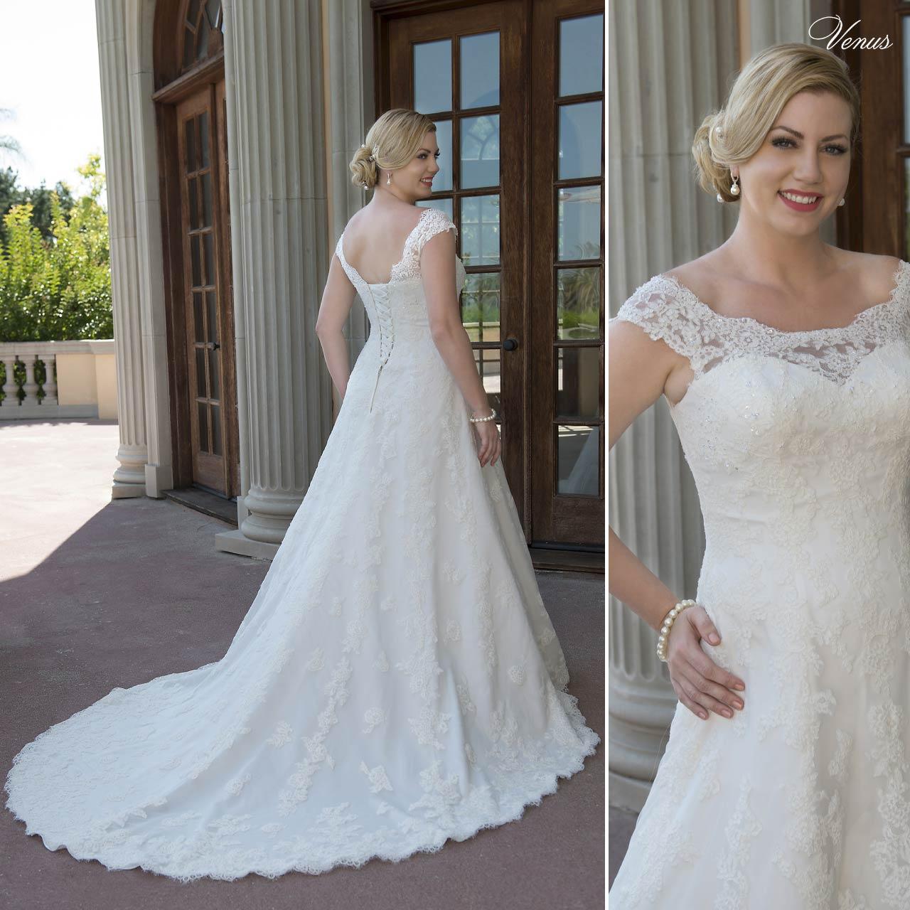 ... Abito da sposa lungo per taglie forti in pizzo bianco articolo VW8742 Venus  Bridal Italia 0dde9c461cb